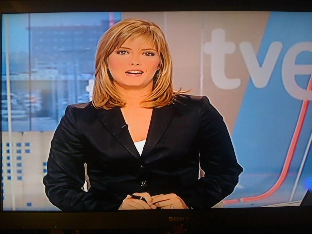 María Casado con una chaqueta demasiado apretada que le da una imagen  bastante desastrosa 2c5c6094e6c